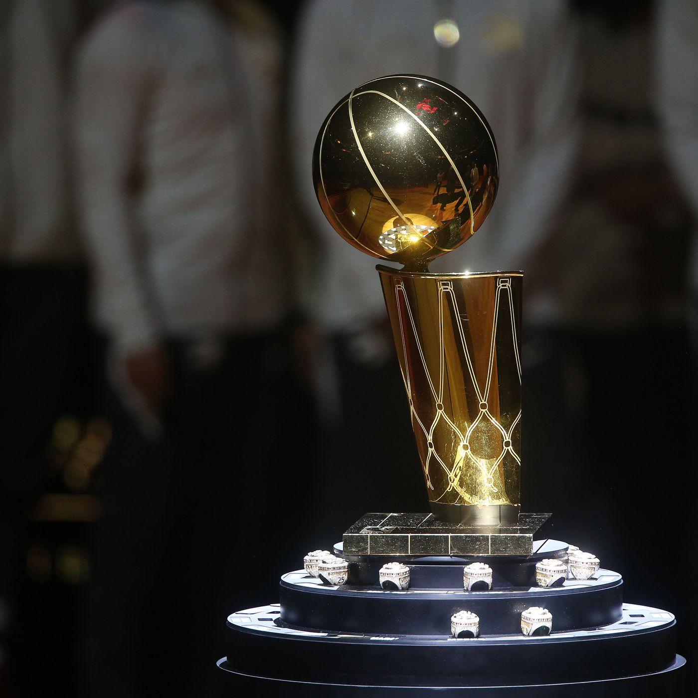 Il trofeo NBA, intitolato al commissioner di allora Larry O'Brien dal 1984